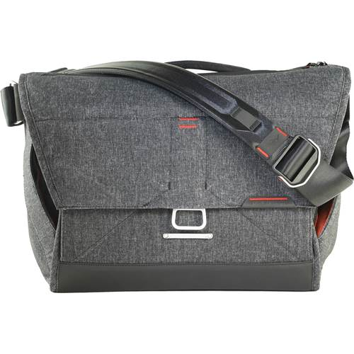Peak Design Everyday Messenger in grau/charcoal - Grösse 15 Zoll